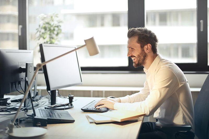 Crear una Cuenta de Correo con Dominio Propioes fácil y sin complicaciones. Tan solo debes de adquirir un dominio y un hosting propio. Basta con seguir esta sencilla guía y tendrás tus correos de dominio propio en menos de 10 minutos.